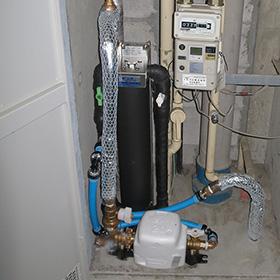 マンションの浄水器設置例(壁掛け仕様)
